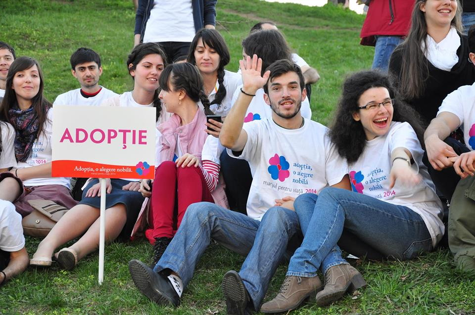 Photo of Flash-mob la Universitate, de Ziua Internațională a Adopției (2 iunie)