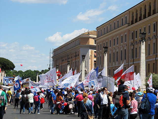 Photo of VIDEO & FOTO: Marcia per la Vita – Marșul pentru Viață de la Roma, 10 mai 2015