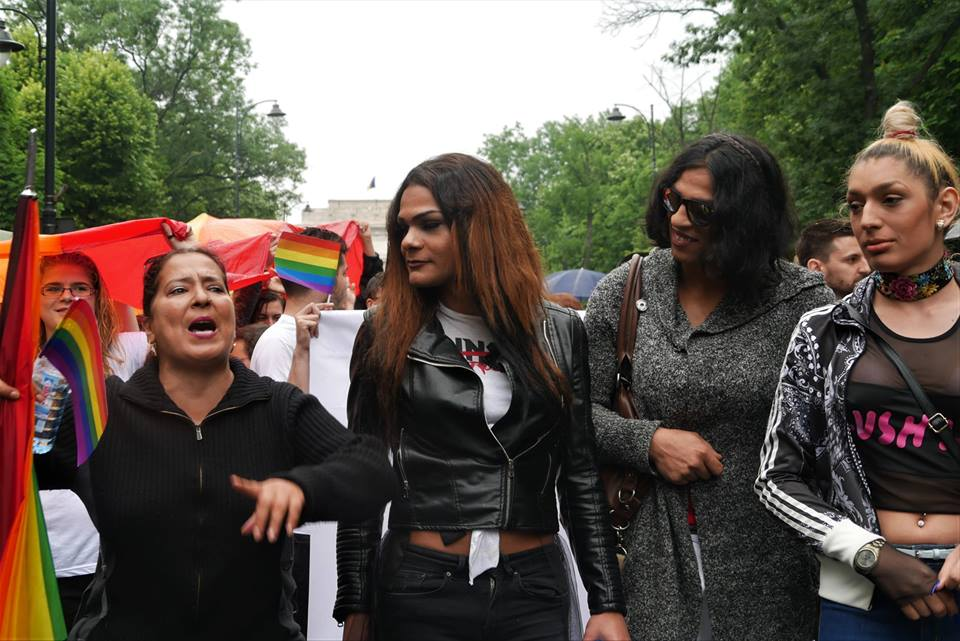 "Photo of ""Gay Pride"" 2017 la București: O ploaie homofobă strică planurile activiștilor anti-referendum"
