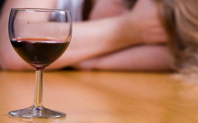 Photo of Românii, printre campionii europeni la consumul abuziv de alcool. Peste jumătate dintre alcoolici sunt intelectuali
