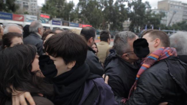 Photo of Pireus: Slujba de sfințire a apelor perturbată de homosexuali greci