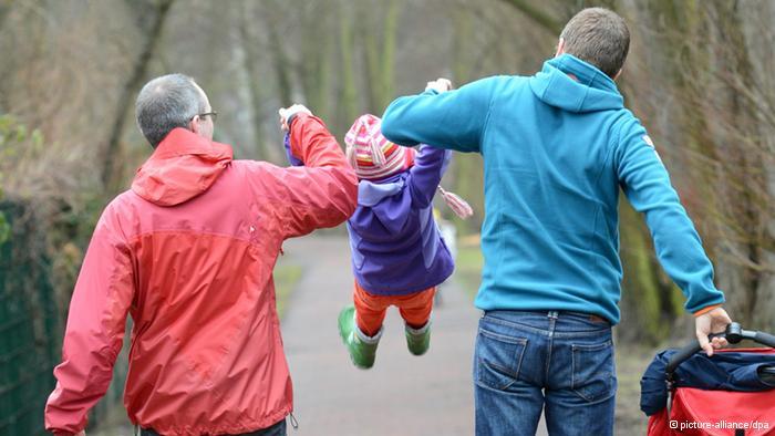 Photo of Tribunal german decide împotriva adopției în cazul unui cuplu de gay