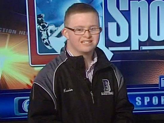 Photo of Un adolescent cu Sindrom Down a semnat un contract în Liga Națională de Baschet a SUA