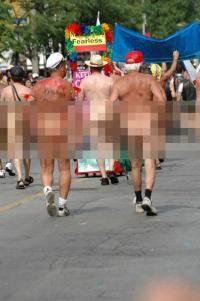 Photo of Consilier școlar acuzat de homofobie pentru că a pus sub semnul întrebării o defilare gay nudistă