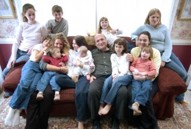 """Photo of O familie """"absolut obișnuită"""", cu 20 de copii… și încă mai e loc!"""
