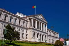 Photo of Portugalia respinge la limită legea privind adopțiile realizate de cuplurile homosexuale