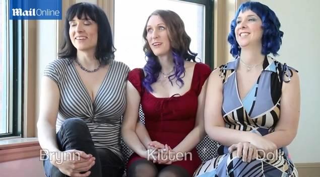"""Photo of Următoarea redefinire a căsătoriei? Primul triunghi de lesbiene """"căsătorite"""" așteaptă primul lor copil"""