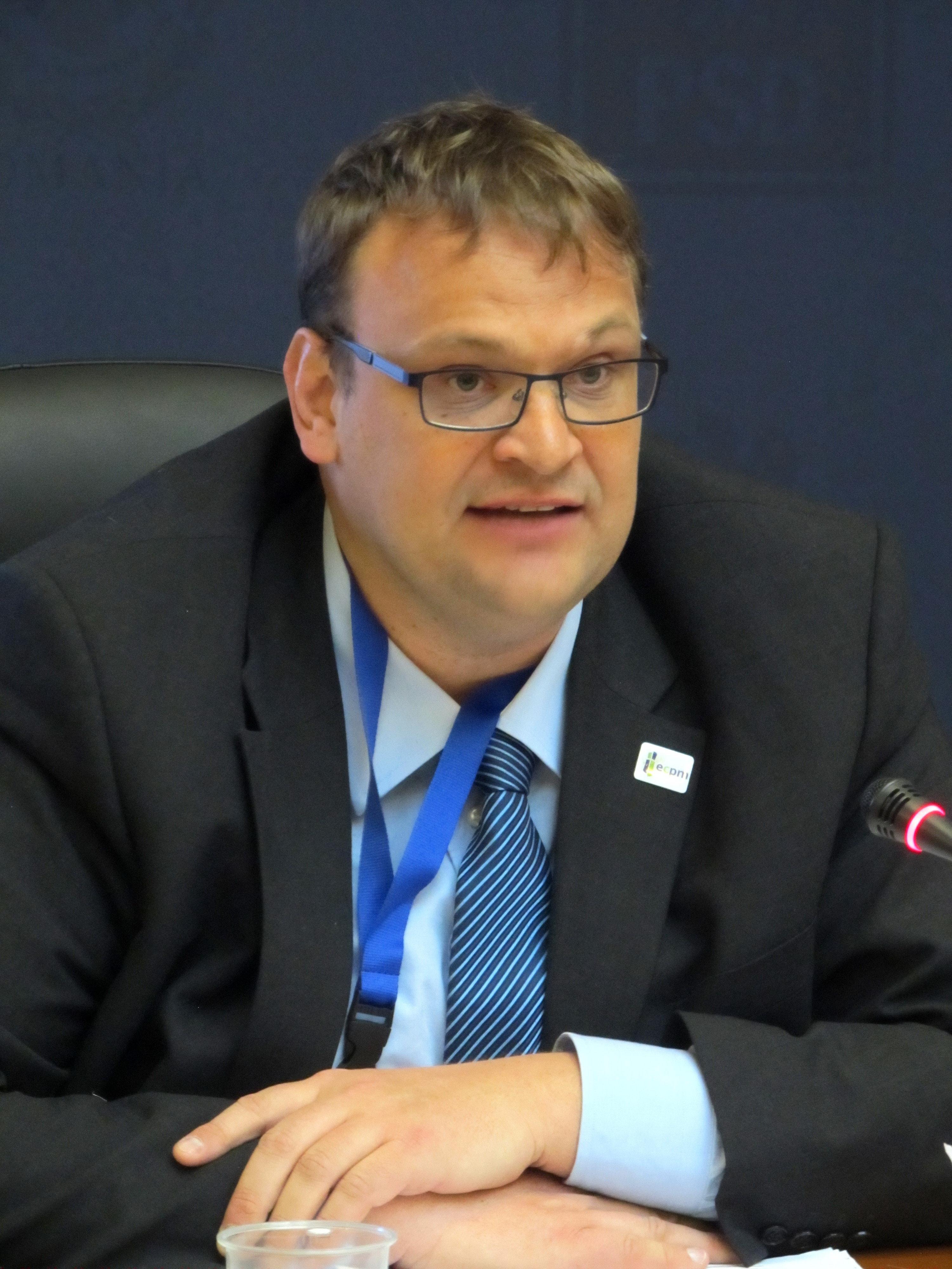 Photo of Leo van Doesburg, ECPM: Majoritatea prostituatelor se prostituează fără a dori aceasta, iar legalizarea prostituției și extinderea UE au dus la creșterea traficului de persoane – cele mai multe victime, din România