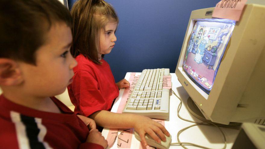 Photo of Cum am crescut 12 copii în deplină siguranță, deși le-am acordat acces deplin la internet