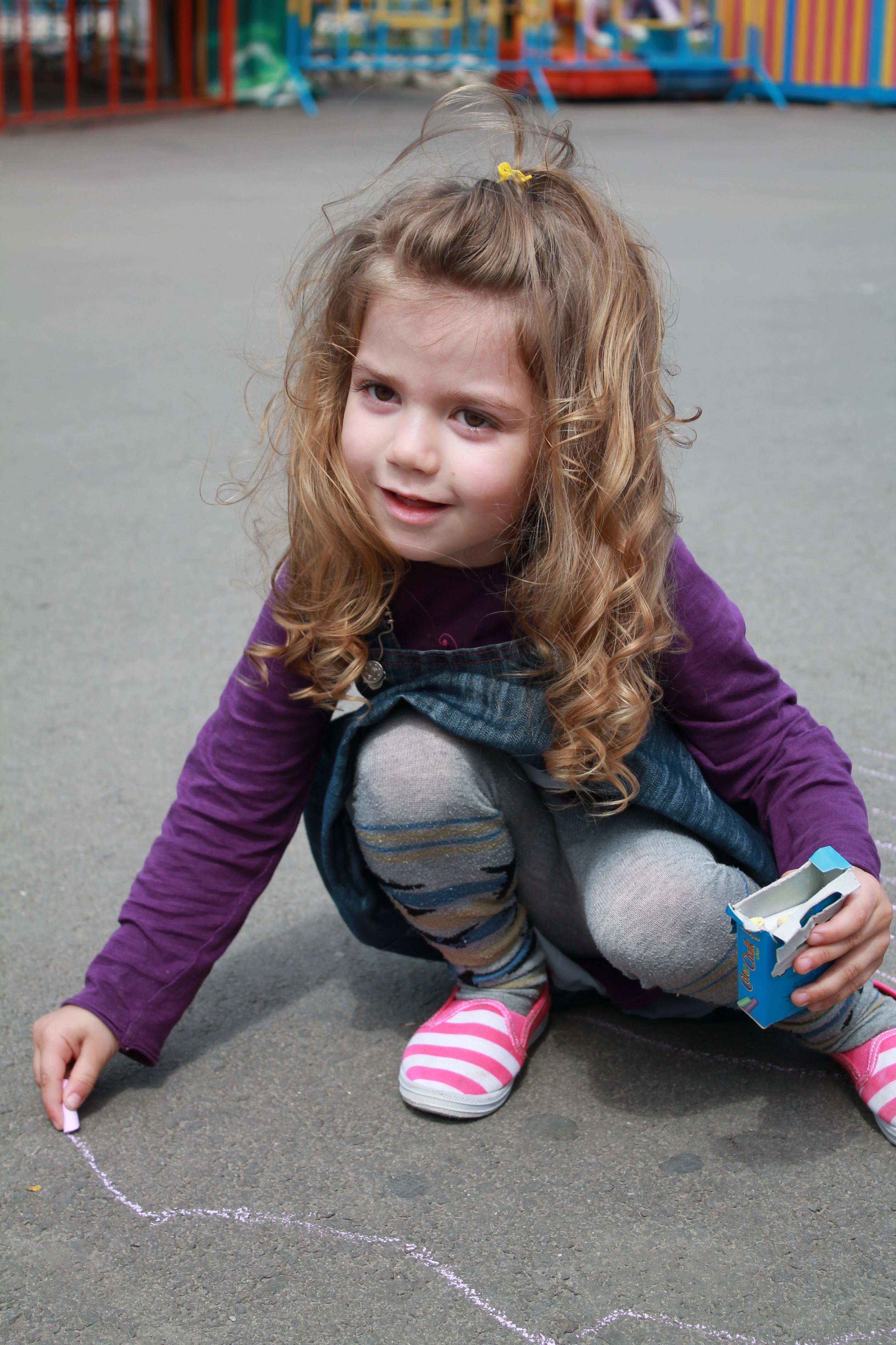 Photo of De ce a avea mai puține jucării este un beneficiu pentru copiii tăi