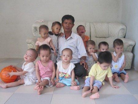 Photo of Un vietnamez a adoptat mai mult de 50 de copii nedoriți pentru a-i salva de la avort