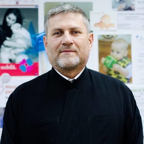 """Photo of Pr. Radu Brînză, Departamentul Pro Vita al Arhiepiscopiei Iașilor: """"Avem 153 de familii cu peste opt copii și nu sunt nici sărace, nici nefericite"""""""