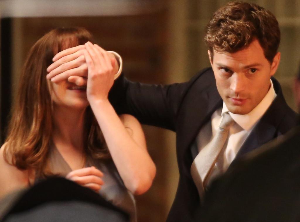 """Photo of """"50 de umbre ale domnului Grey"""" ne învață ce să NU caute o femeie la un bărbat"""