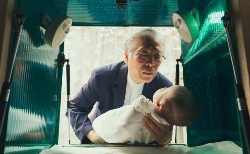 Photo of Vei fi uimit de ceea ce un om a făcut pentru a salva copii abandonați