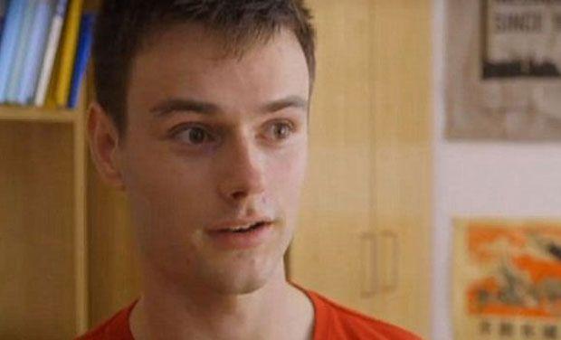 Photo of Când s-a trezit din comă, în loc de engleză, acest tânăr  vorbea mandarină