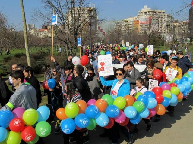 """Photo of FOTO: Marșul pentru Viață 2015 – """"Fiecare viață este un dar"""". Mișcarea pro-viață din România e mai vizibilă"""