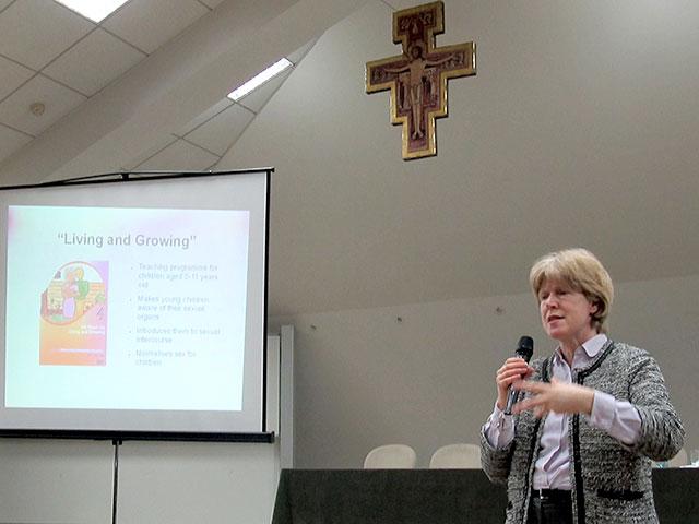 """Photo of Antonia Tully , SPUC (UK): """"Părinții sunt educatorii primari ai copiilor lor, inclusiv în chestiuni legate de sexualitate"""""""