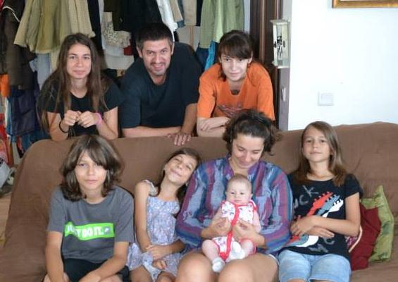 """Photo of """"Familia înseamnă să te lași pe tine și plăcerile tale la o parte. Și asta nu e ușor."""" – interviu cu Andreea Giurgea, psiholog și mamă a șase copii"""