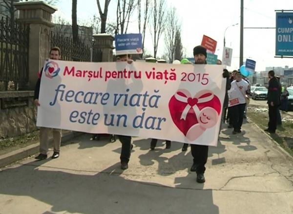 """Photo of Au ajuns și la Chișinău. """"Susținătorii vieții"""" au mărșăluit contra avorturilor"""