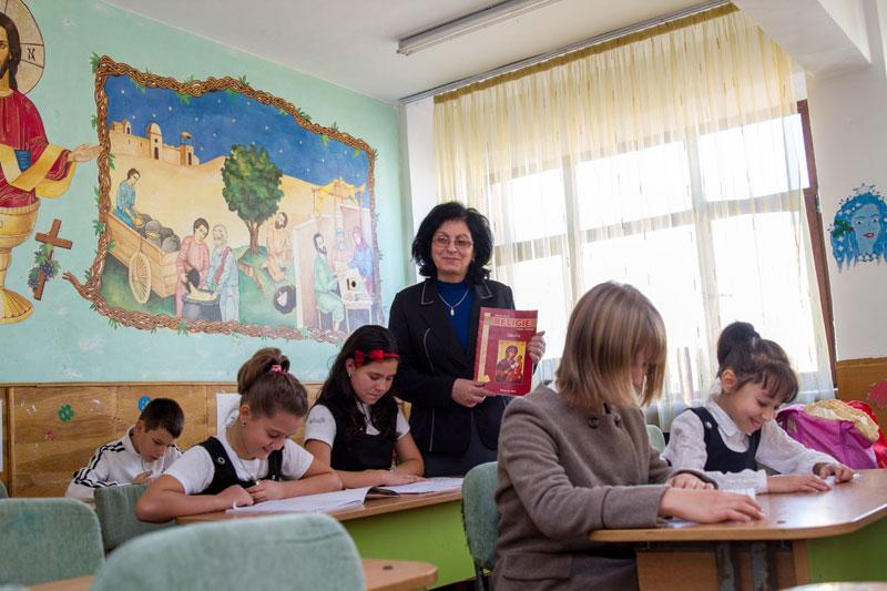 """Photo of Membru fondator ASUR critică educația pentru abstinență în articol de opinie: """"Ministerul Virginității Neamului"""""""