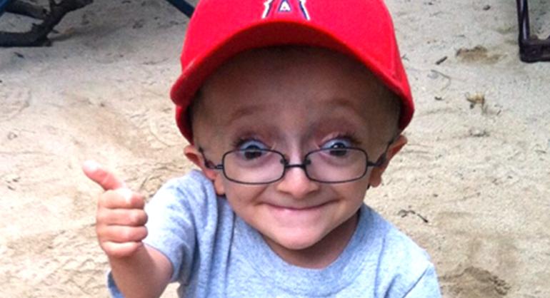 """Photo of """"Este cel mai vesel copil pe care l-ai cunoscut vreodată"""" De ce este fericit acest băiețel"""