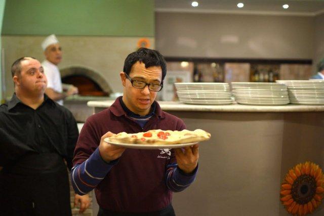 Photo of Roma, restaurant de succes, care angajează persoane trisomice