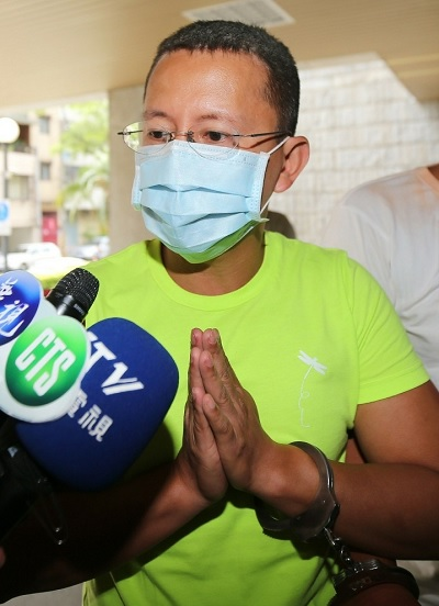 Zhong-Ji-Lu-handcuffed