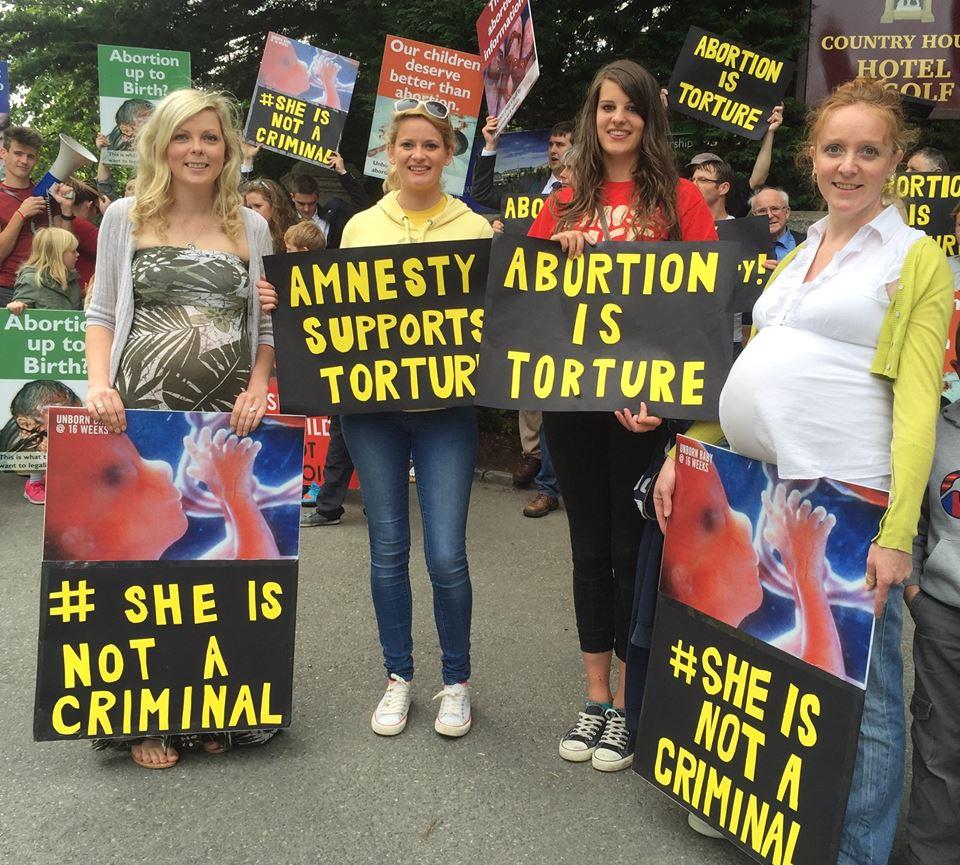 """Photo of Irlandezele către Amnesty International: """"Avortul nu-și are locul într-o societate care respectă drepturile omului"""""""