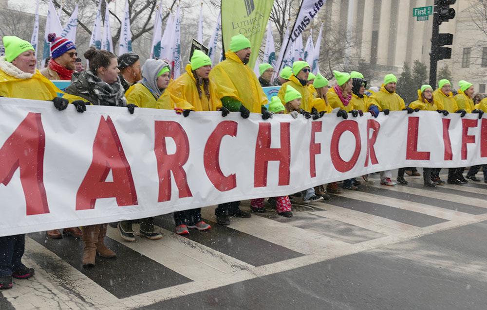 Photo of Marșul pentru Viață din 2016 a încălzit spiritele din Washingtonul lovit de viscol (FOTO)