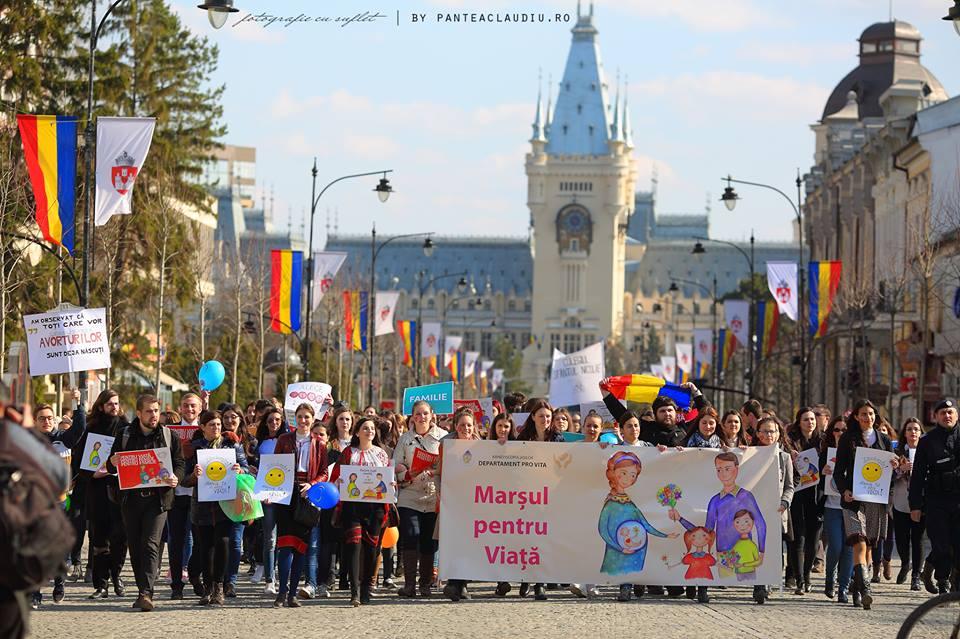 """Photo of Marșul pentru Viață 2016 – """"Pentru viață, pentru femeie, pentru familie"""" la Iași: FOTO de Claudiu Pântea"""