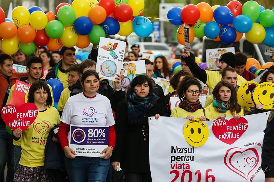 """Photo of FOTO: Marșul pentru Viață 2016  – """"Pentru viață, pentru femeie, pentru familie"""" la București"""