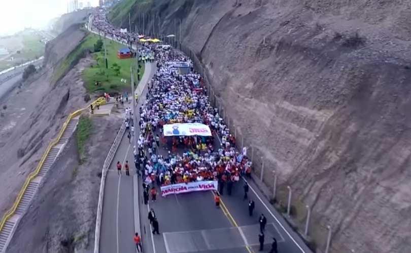 Photo of VIDEO grandios: 750.000 de persoane participă la Marșul pentru Viață Peru 2016