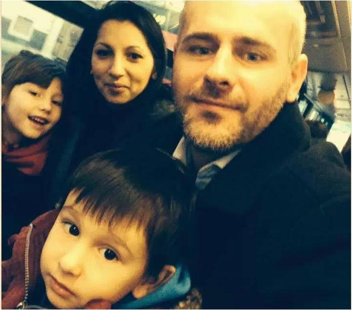 Photo of Greva foamei la Bruxelles: Florin Barbu protestează că statul britanic i-a luat copiii cetățeni români, pentru a-i da spre adopție unui cuplu de homosexuali