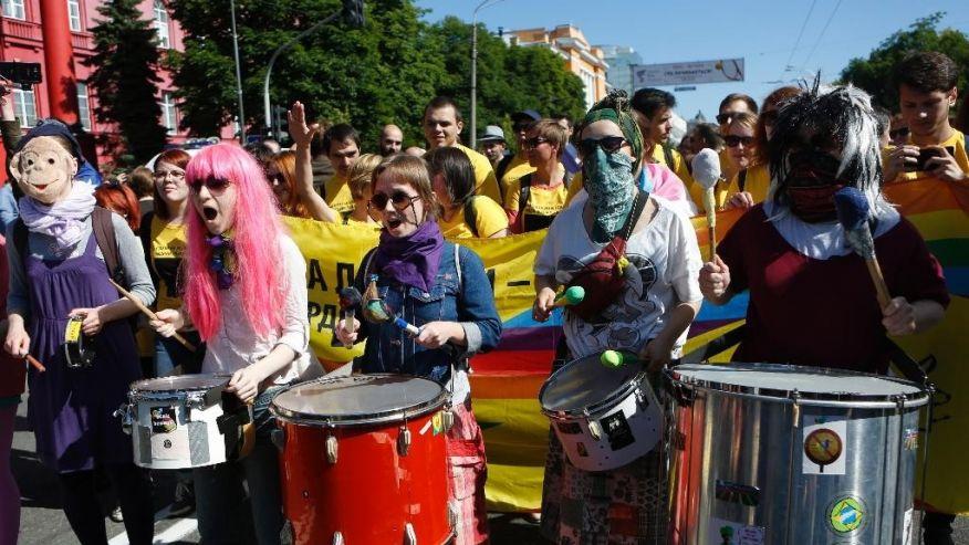 Photo of VIDEO & FOTO. Kiev: Marșul homosexualilor și al activiștilor LGBT, sub protecția unor contingente întregi de jandarmi