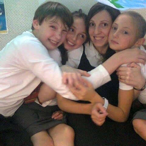 Photo of Un alt Barnevernet? Ca și Florin Barbu, Andreea Bradeanu riscă și ea arestarea făcând publice informații despre procesul inechitabil prin care statul britanic i-a luat custodia copiilor