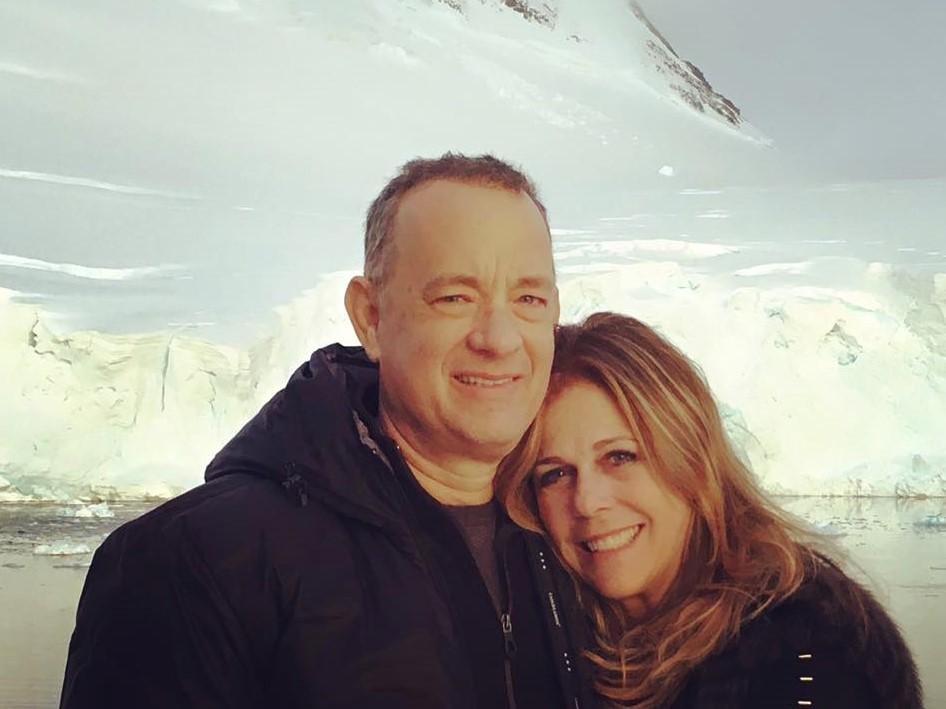 """Photo of """"Căsătoria este fundamentul familei noastre."""" Tom Hanks și Rita Wilson se pregătesc să serbeze 29 de ani de căsnicie"""