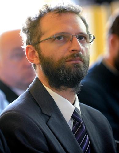 Photo of Deputat independent depune proiect de lege care oferă 15.000 lei la căsătorie și la al treilea copil