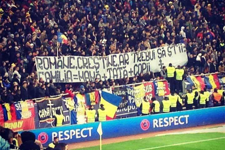 Photo of Mesaj pro-familie de la suporterii Naționalei: Ce pancartă au afișat la meciul România-Polonia