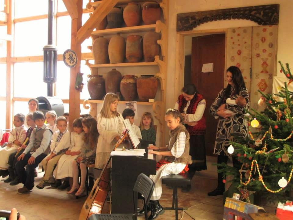 Photo of Porți deschise la Școala Agatonia de la Piscu: În așteptarea Crăciunului, cu colinde, activități creative pentru copiii, placintă și ceai