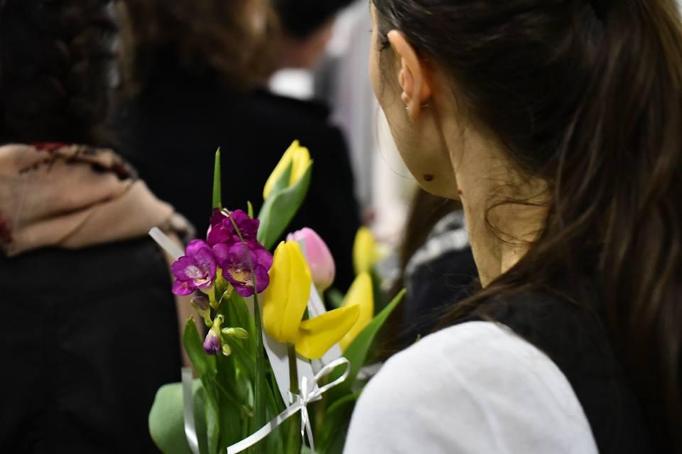"""Photo of FOTO: Al treilea eveniment al Lunii pentru Viață 2017 la București: """"Flori pentru mămici"""" la Maternitatea Bucur"""