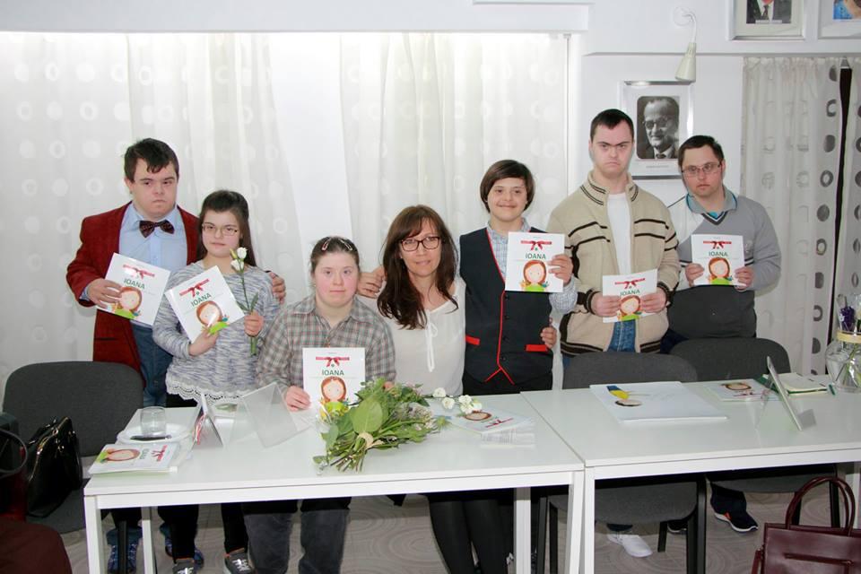 """Photo of FOTO & VIDEO. Luna pentru Viață 2017 la București: Reportaj Trinitas TV de la lansarea cărții """"O poveste despre Sindromul Down"""""""