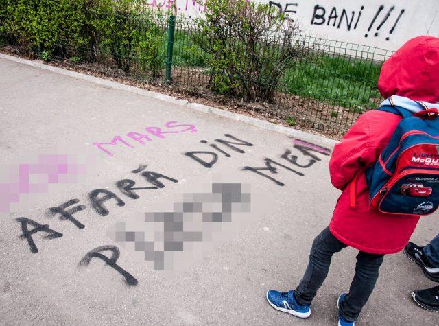Photo of De ce susținătorii avortului au desenat pe traseul Marșului pentru viață zeci de sloganuri obscene?