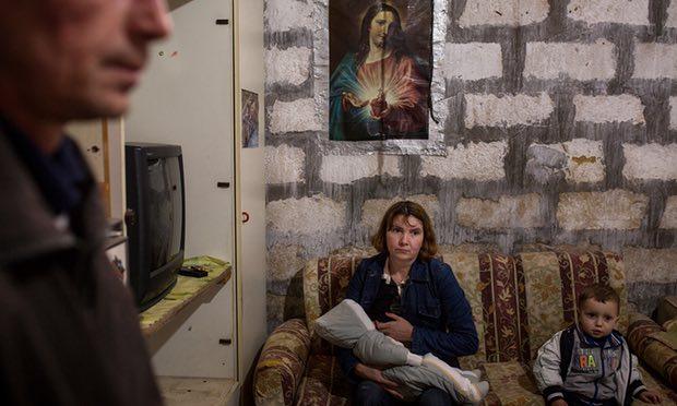 """Photo of The Guardian: Număr record de avorturi la româncele aflate la muncă în Sicilia. La scalvia """"agricolă"""" se adaugă exploatarea sexuală"""