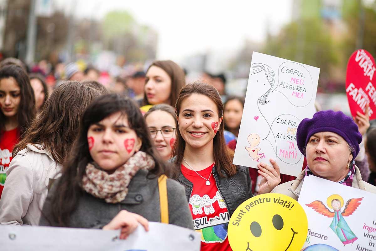 """Photo of Radu Iliescu, blogger: """"Când au inventat pilula contraceptivă și avortul, euroamericanii au simțit că și-au luat viața înapoi. Problema când îți iei viața înapoi este că la scurtă vreme nu mai vrei s-o împarți și cu alții"""""""