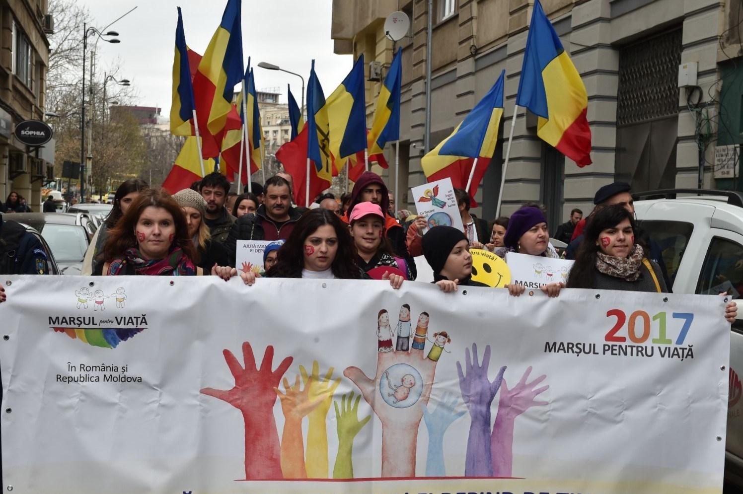 """Photo of Cristian Bostan, un tânăr bucureștean, despre Marșul pentru Viață: """"Cei care au ieșit în stradă au făcut-o pentru că vor să își exprime susținerea lor pentru o idee. Și au tot dreptul să o facă"""""""