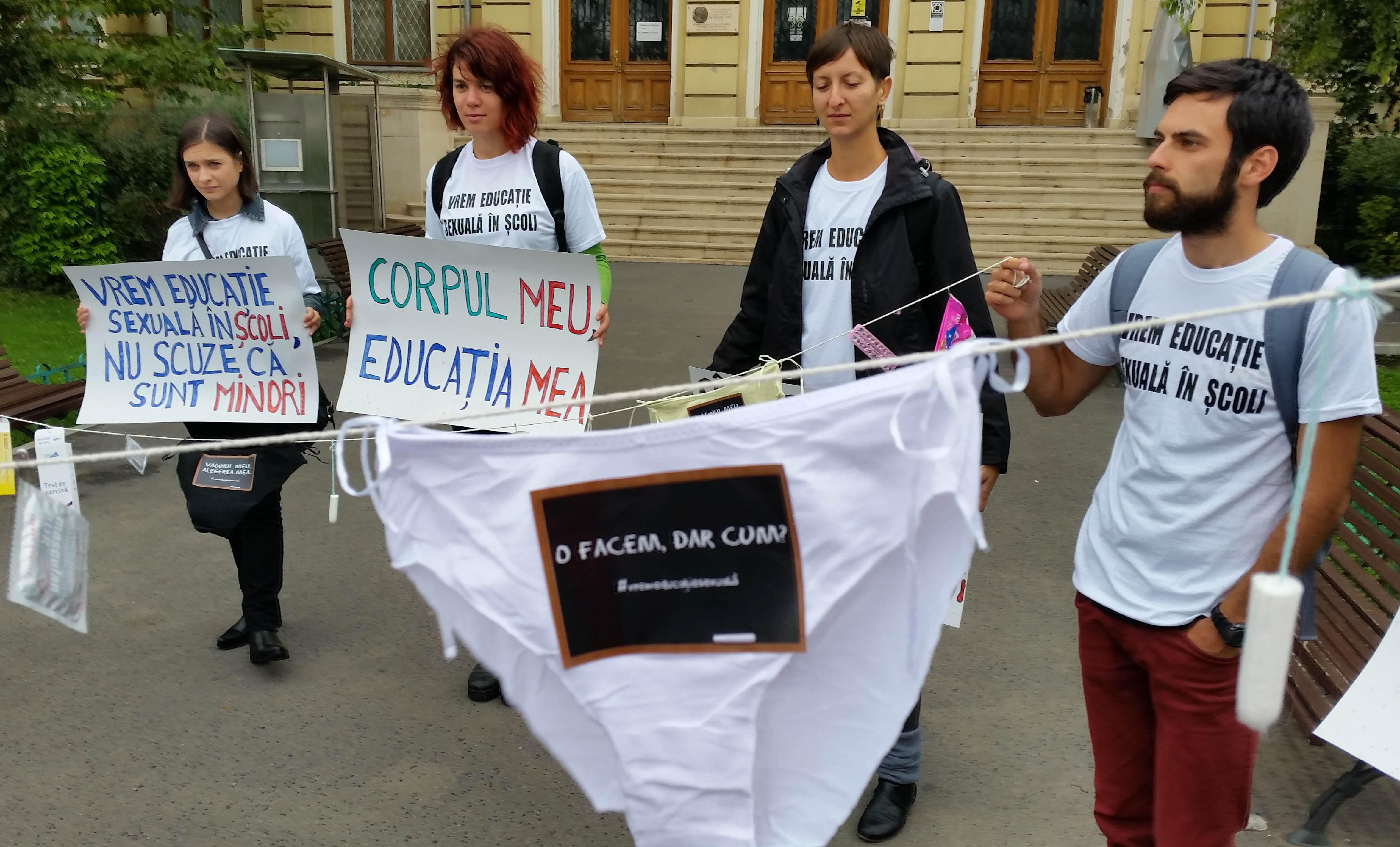 Photo of Flashmob și comunicat al organizațiilor care promovează educația sexuală explicită în școlile publice