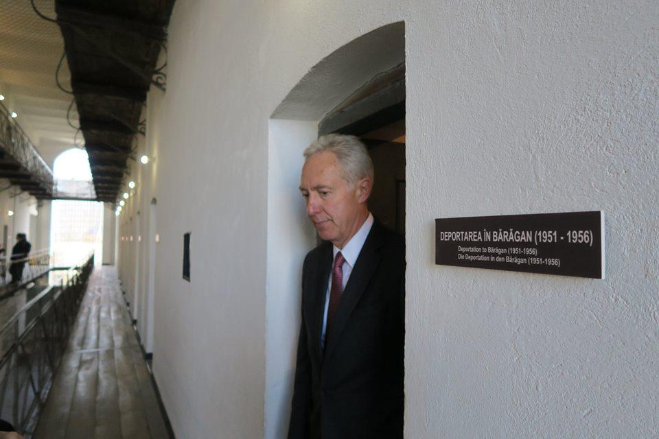 """Photo of Va fi schimbat ambasadorul SUA? Mesajul lui Hans Klemm de """"Ziua Internațională Împotriva Homofobiei"""" nu a venit pe linie directă de la Washingtonul conservator"""