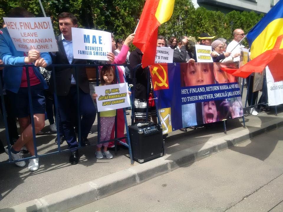 Photo of Demonstrații pentru returnarea copiilor Cameliei Smicală de către autoritățile finlandeze