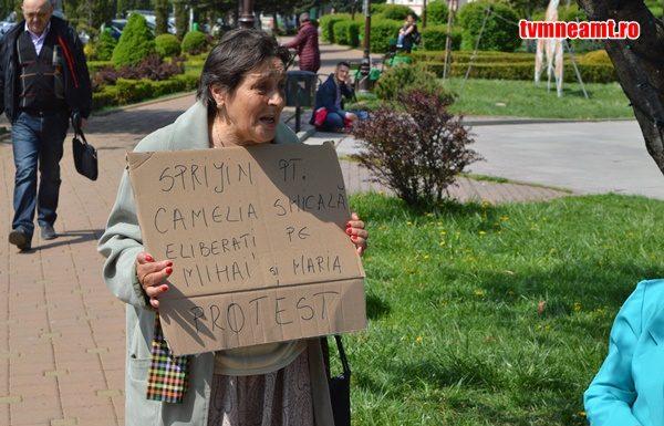 Photo of VIDEO. Solidaritate cu doctorița Camelia Smicală. Marș al tăcerii la Piatra Neamț