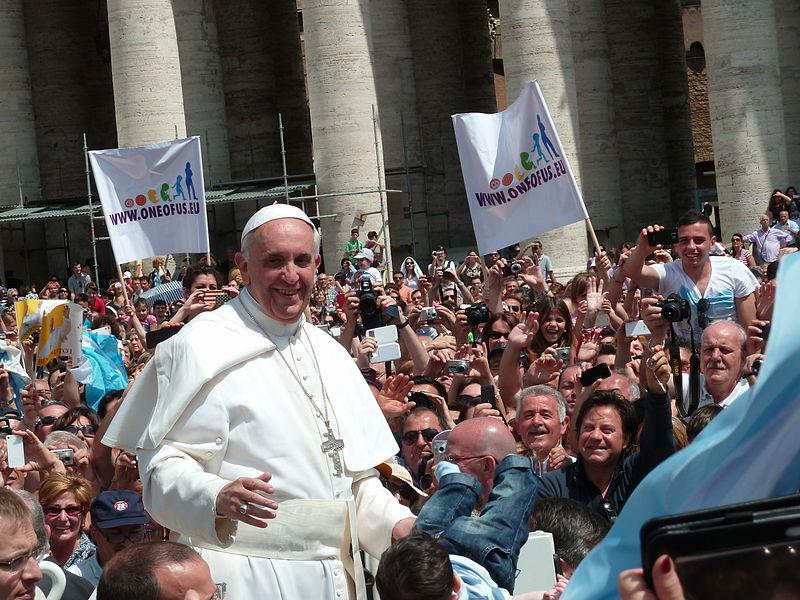 """Photo of Papa Francisc: Cuvântul """"mamă"""" nu ar trebui folosit pentru a descrie o bombă"""